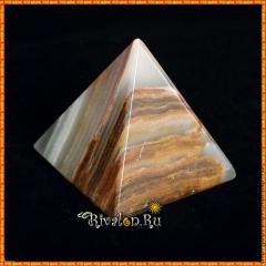 Пирамида из оникса